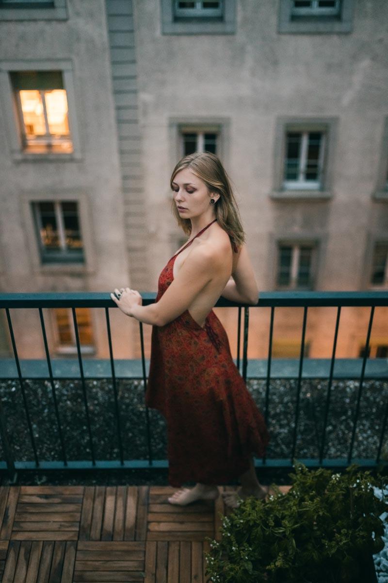 Portrait-charlotte-sur-les-toit-de-lausanne-10
