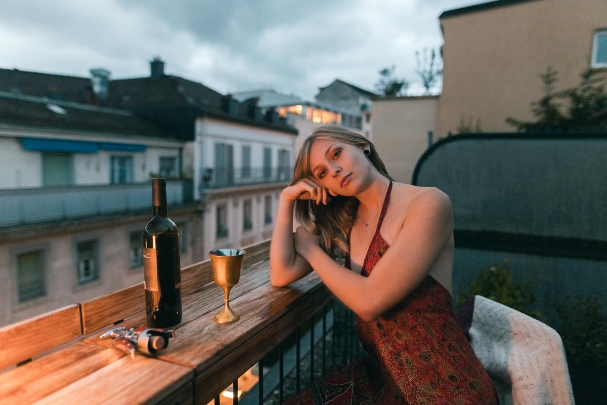 Portrait-charlotte-sur-les-toit-de-lausanne-11